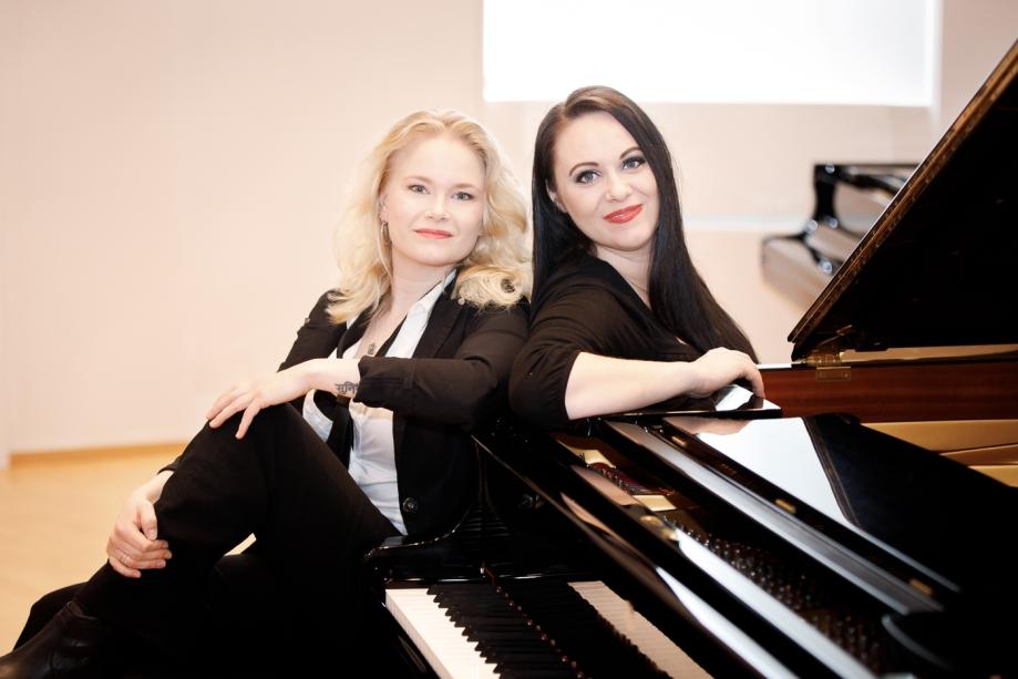 Inari&Mariina (1 of 1).jpg
